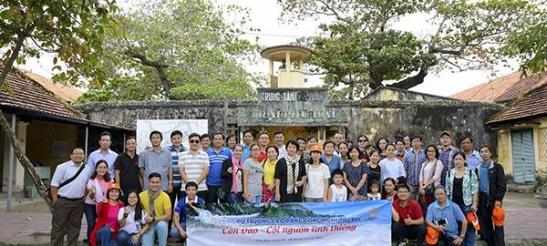 Doan tham quan trung tam cai huấn trại Phú Hải